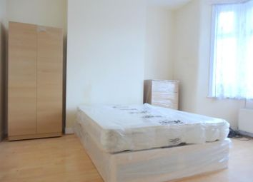 Thumbnail 5 bed terraced house to rent in Middle Road, London