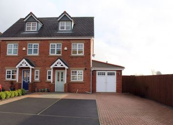 Thumbnail Room to rent in Top Floor Bedroom With Ensuite, Valley Close, Springfield