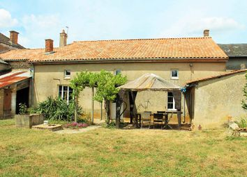 Thumbnail 4 bed property for sale in Poitou-Charentes, Vienne, Millac