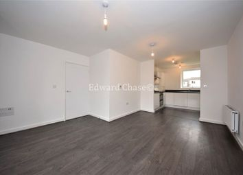 2 bed flat to rent in Marine Crescent, Ilford IG6