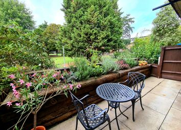 Rum Close, Wapping E1W. 1 bed flat