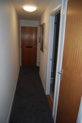 Thumbnail 1 bed flat to rent in Clifton Road, 4DX