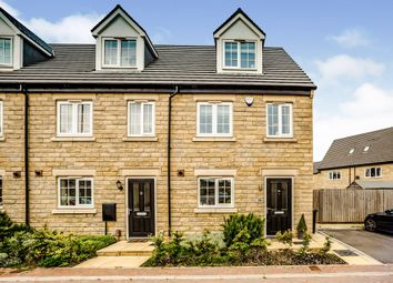 3 bed town house for sale in Farriers Way, Lindley, Huddersfield HD3