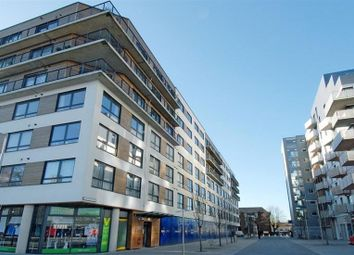 Thumbnail 2 bed flat to rent in Chatham Place, Reading