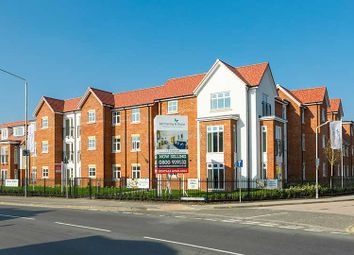 Thumbnail 2 bed flat for sale in Pinewood Gardens, Southborough, Tunbridge Wells