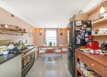 Thumbnail 3 bedroom flat to rent in St. James's Gardens, London