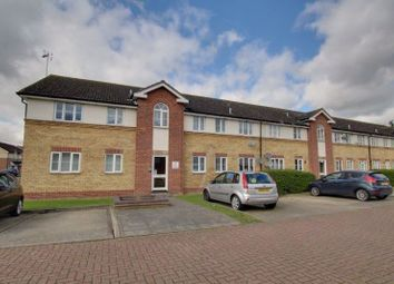 2 bed flat to rent in Barnaby Way, Laindon, Basildon SS15