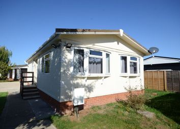 2 bed mobile/park home to rent in Mere Oak Park, Three Mile Cross, Reading RG7