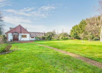 Woodcote Grove, Coulsdon CR5. 3 bed detached house for sale