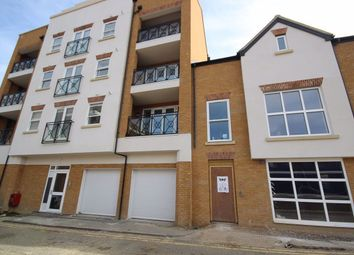 Thumbnail 2 bed flat to rent in Fairfield Road, Brentwood