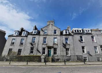 2 bed flat to rent in Crown Street, City Centre, Aberdeen AB11