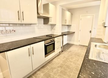 Thumbnail 1 bed flat to rent in Ledgers Road, Slough