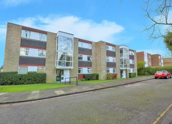 Thumbnail 2 bedroom flat to rent in Milton Road, Harpenden, Herts