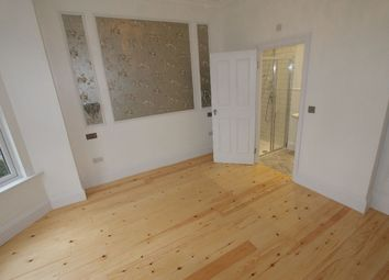 Thumbnail 3 bedroom flat to rent in Woodside Road, London