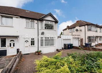 4 bed property for sale in Warwick Avenue, Edgware HA8