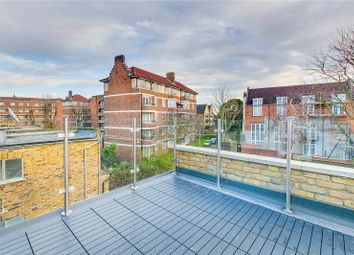 Thumbnail 3 bed flat to rent in Askew Crescent, London