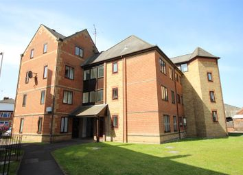 Thumbnail 2 bed flat to rent in Regent Court, Reading Centre, Reading