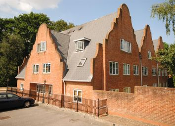 Thumbnail 1 bed flat to rent in Burleigh Road, Ascot