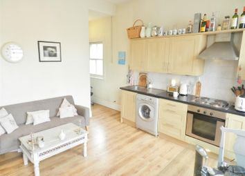 Thumbnail 1 bed flat to rent in Fff, Elsynge Road, London