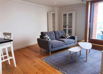 2 bed flat to rent in Candle House, 1 Wharf Approach, Leeds LS1