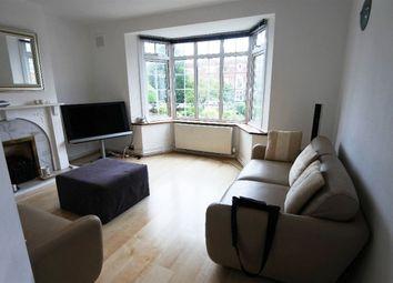 3 bed flat to rent in Ballards Lane, London N3