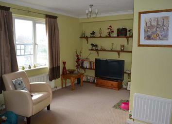 Thumbnail 1 bed flat to rent in St. Thomas Court, Thatcham