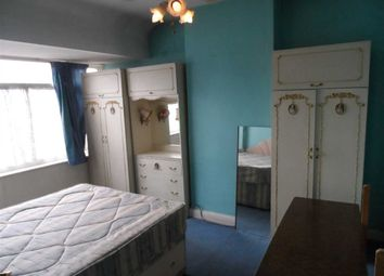 Thumbnail Room to rent in Rydal Crescent, Perivale, Greenford