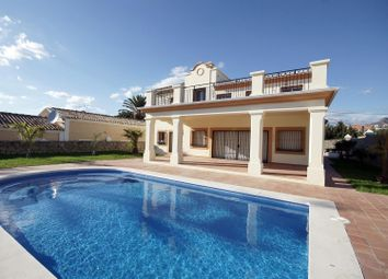 Thumbnail 3 bed villa for sale in Spain, Andalucia, Estepona, Vww971