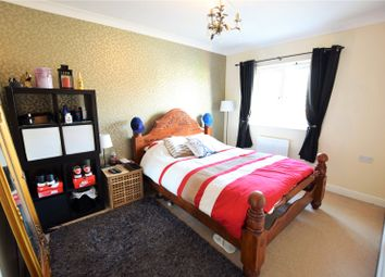 Thumbnail Room to rent in Goldfinch Crescent, Jennetts Park, Bracknell, Berkshire