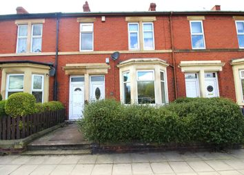 Thumbnail 2 bed flat to rent in Ravensworth Road, Gateshead