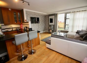 Thumbnail 3 bed flat to rent in Cascades Tower, Westferry Road, Canary Wharf, London