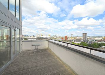 City Tower, 3 Limeharbour, Canary Wharf, London E14. 2 bed flat