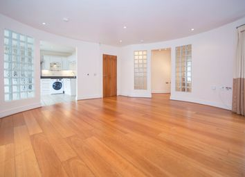 Thumbnail 2 bed flat to rent in Battersea Bridge Road, Battersea