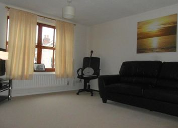 Thumbnail 2 bed flat to rent in Queens Road, Basingstoke