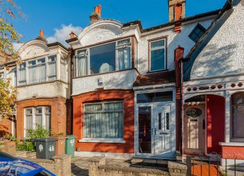 3 bed property for sale in Lyndhurst Road, London E4