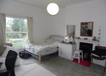 Thumbnail 1 bed flat to rent in Waterden Road, Guildford