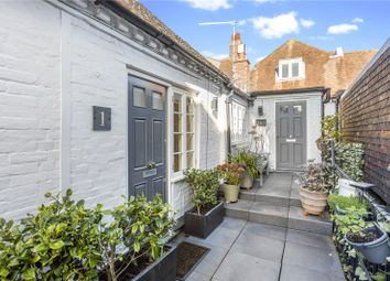 East Street, Chichester, West Sussex PO19. 2 bed flat for sale