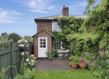 The Cottages, Beacon Hill, Penn HP10. 2 bed cottage for sale