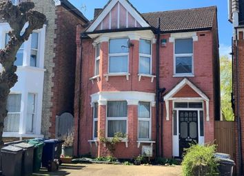 3 bed detached house to rent in Beaconsfield Road, London N11