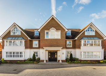 Thumbnail 2 bed flat for sale in Gresham Road, Oxted