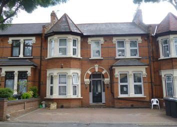 Thumbnail Studio to rent in Forest Drive West, London