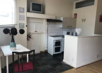 Thumbnail 1 bed flat to rent in 21 Richardson Street, Swansea