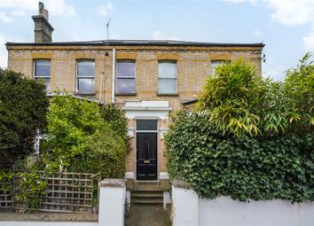 Park Road, East Twickenham TW1. 2 bed flat for sale