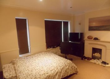 Thumbnail 6 bed terraced house to rent in Maygoods Green, Cowley, Uxbridge