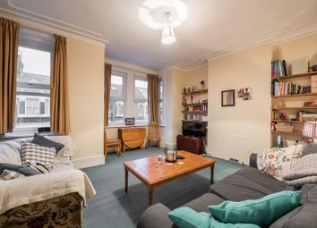 3 bed flat to rent in Elspeth Road, London SW11