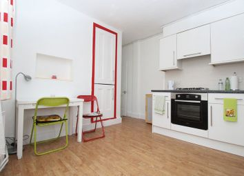 Thumbnail 3 bedroom flat to rent in Glastone Avenue, Wood Green