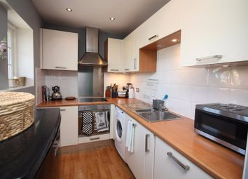 Thumbnail 1 bed flat to rent in Staple Street, London