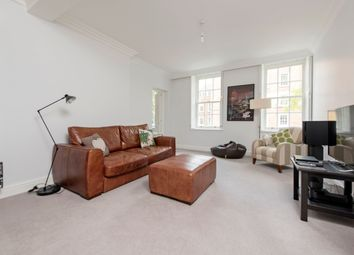 3 bed flat to rent in Vicarage Crescent, London SW11