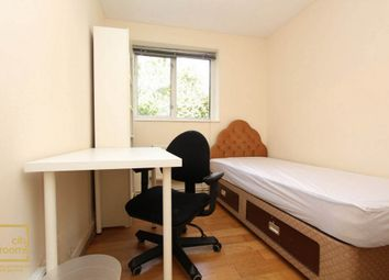 Thumbnail Room to rent in 32 Fairfield Road, Bow