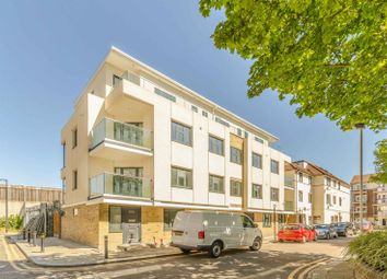 Thumbnail 3 bed flat to rent in Claremont Close, Silvertown